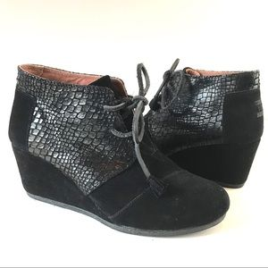 Toms Kala Desert wedge suede black embossed bootie